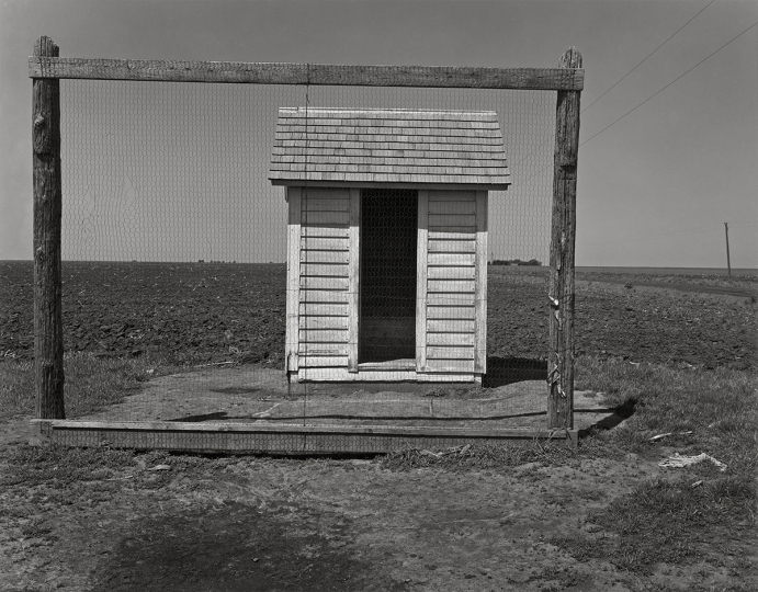 Wright Morris, Cabinet extérieur, Nebraska, 1947 © Estate of Wright Morris - Courtesy Fondation Henri Cartier-Bresson