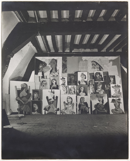 Dora Maar Series of portraits of Dora Maar displayed in front of the painting Women at their Toilette in the Rue des Grands-Augustins studio, Paris, c. 1939 Gelatin silver print 29.8 × 23.7 cm Musée national Picasso-Paris Donation Succession Picasso, 1992 APPH1383 RMN-Grand Palais (Musée national Picasso-Paris) / Adrien Didierjean © Dora Maar, Vegap Barcelona, 2019 © Succession Pablo Picasso, VEGAP, Madrid 2019