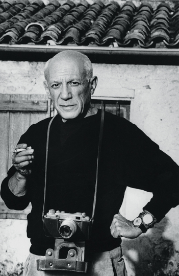 Joan Fontcuberta Pablo Picasso portrayed by André Villers in Mougins, 1962 Barcelona, 1995 Photograph manipulated for the project 'Artist and Photography' 1995–99 Gelatin silver bromide print 28 × 18 cm Col·lecció Joan Fontcuberta © Joan Fontcuberta, Vegap, Barcelona, 2019 © Succession Pablo Picasso, VEGAP, Madrid 2019
