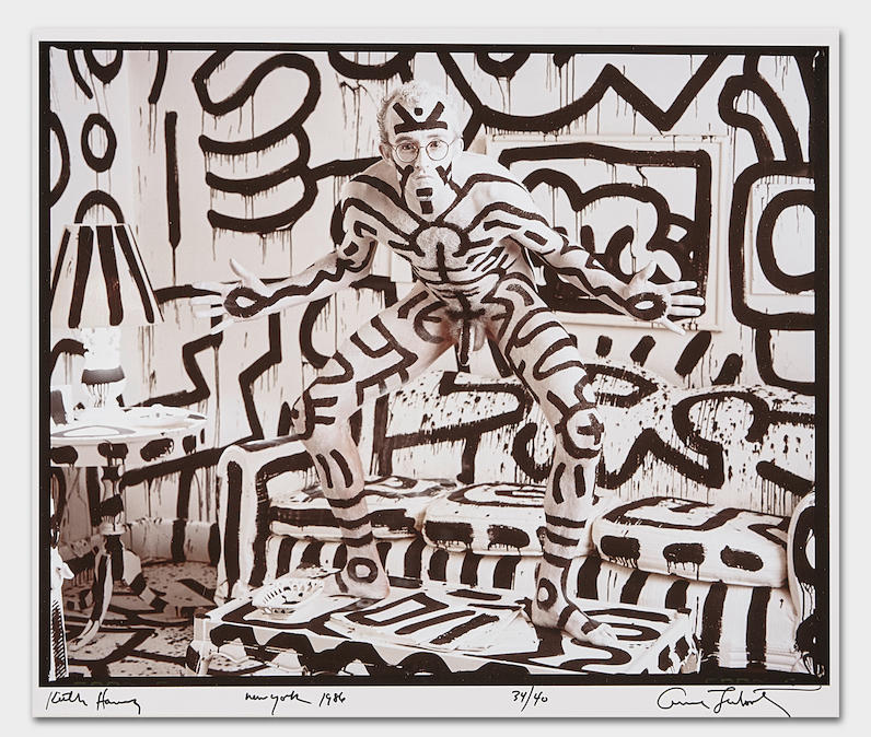 Annie Leibovitz (born 1949) Keith Haring, New York, 1986 Dye-bleach print, signed, titled, dated and numbered '34/40' in ink in the margin. 9 1/2 x 11 5/8in (24.1 x 29.5cm) sheet 11 x 14in (27.9 x 35.6cm) US$ 8,000 - 12,000£ 6,400 - 9,500 – Courtesy Bonhams