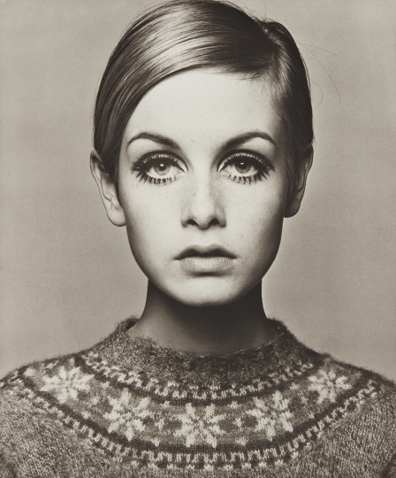Barry Lategan Twiggy 1966 Platinum palladium print, printed 2012. 23 1/4 x 19 1/2 in. (59.1 x 49.5 cm) Signed, titled, dated, numbered 26/35 in pencil and '31 Studio' blindstamp in the margin. Estimate : $ 8,000 - 12,000 - Image courtesy of Phillips