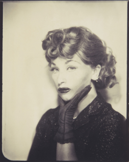 Cindy Sherman Untitled (Lucille Ball) 1975 Fujicolor Crystal Archive print, printed 2001. 10 x 7 3/4 in. (25.4 x 19.7 cm) Signed and dated in ink on the verso. Estimate : $ 8,000 - 12,000 - Image courtesy of Phillips