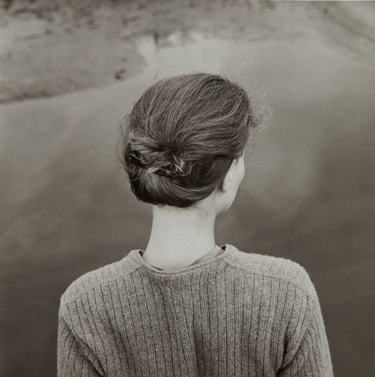 Emmet Gowin Edith, Chincoteague, Virginia 1967 Gelatin silver print, printed later. 6 1/4 x 6 1/4 in. (15.9 x 15.9 cm) Signed, titled, dated and annotated in pencil on the verso. Estimate : $ 6,000 - 8,000 - Image courtesy of Phillips