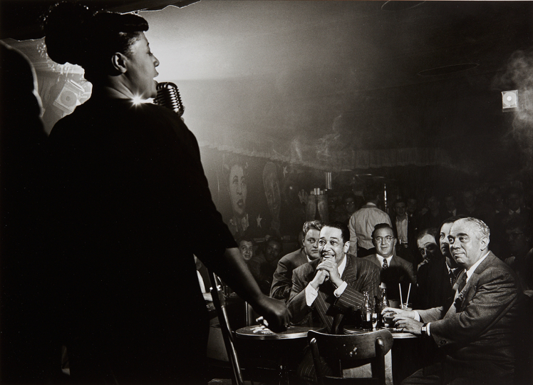 Herman Leonard Ella Fitzgerald, Duke Ellington and Benny Goodman, NYC 1948 Gelatin silver print, printed later. 9 x 12 3/8 in. (22.9 x 31.4 cm) Signed, titled, dated and copyright notation in ink in the margin. Estimate : $2,500 - 3,500 - Image courtesy of Phillips