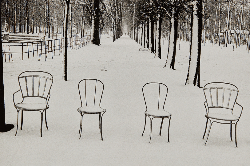 Martine Franck Snow in Jardin des Tuileries 1978 Gelatin silver print, printed later. 14 1/8 x 21 1/4 in. (35.9 x 54 cm) Signed in ink and copyright credit blindstamp in the margin. Estimate : $4,000 - 6,000 - Image courtesy of Phillips