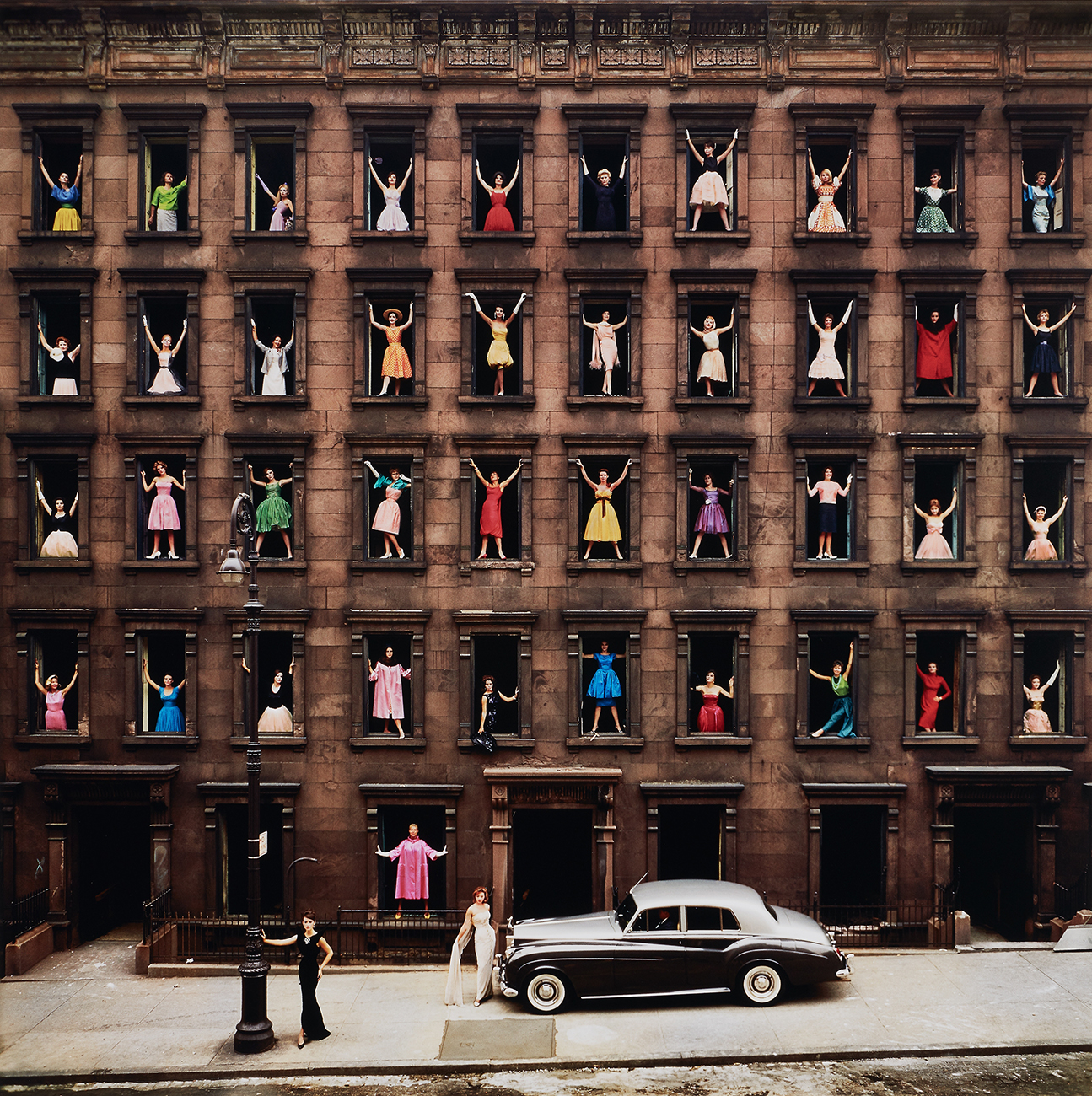 Ormond Gigli Girls in the Windows, New York City 1960 Chromogenic print, printed later. 49 1/2 x 49 1/2 in. (125.7 x 125.7 cm) Signed, titled, dated and numbered 31/75 in ink on the reverse of the mount. Estimate :  $ 25,000 - 35,000   - Courtesy of Phillips