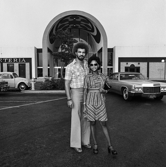 Couple at Shopping Mall #3, 1976 © Roger Minick – Courtesy Joseph Bellows Gallery