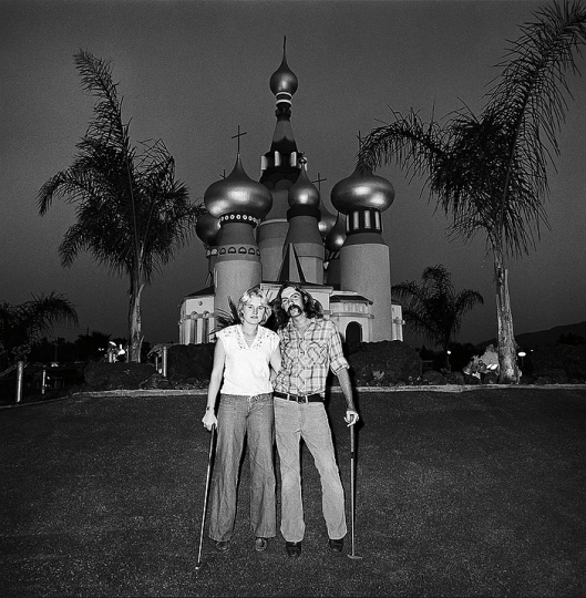 Couple at Minature Golf, 1976 © Roger Minick – Courtesy Joseph Bellows Gallery
