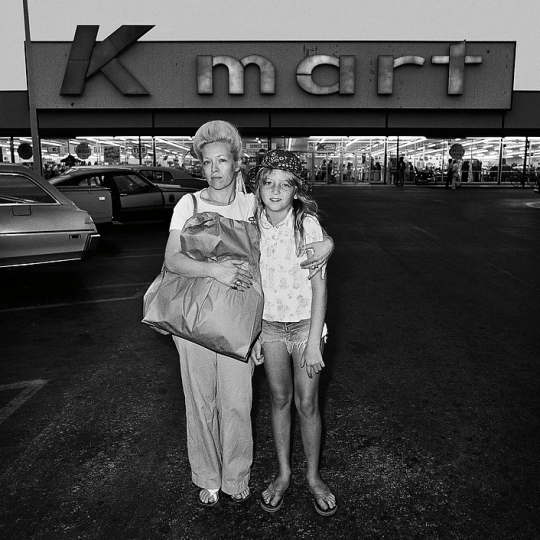 Mother and Daughter at KMart, 1976 © Roger Minick – Courtesy Joseph Bellows Gallery
