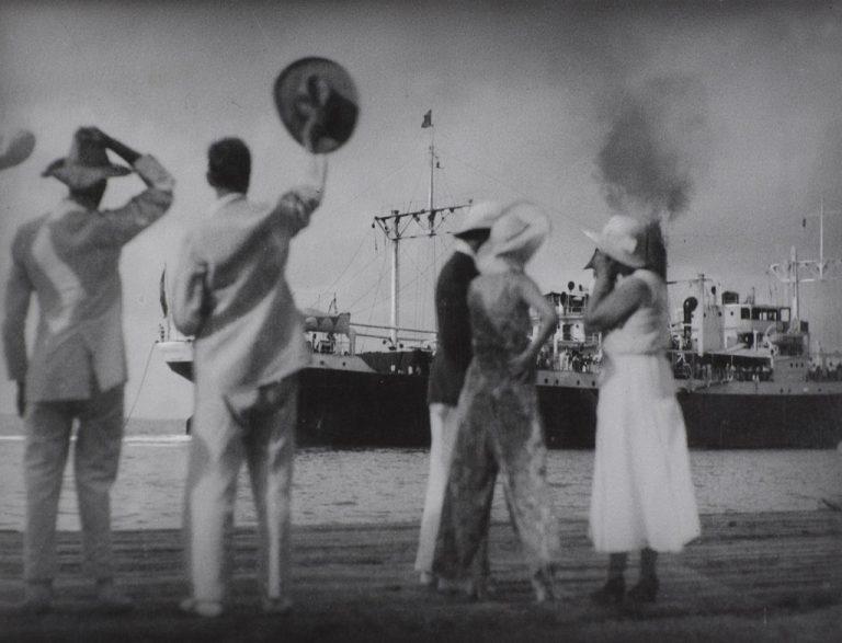Vente aux enchères publique - Photographies anciennes et modernes et matériel photographique