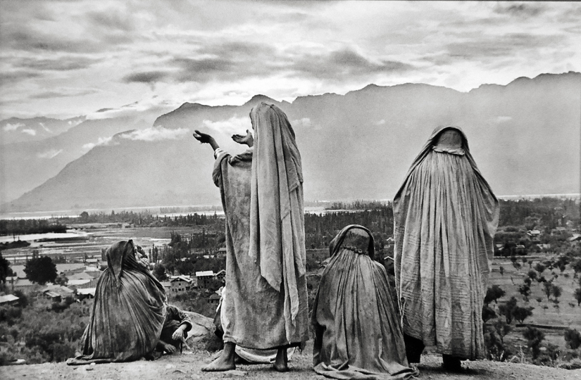 Srinagar, Kashmir, 1948 © Henri Cartier-Bresson – Courtesy Peter Fetterman Gallery and Leica Gallery Los Angeles