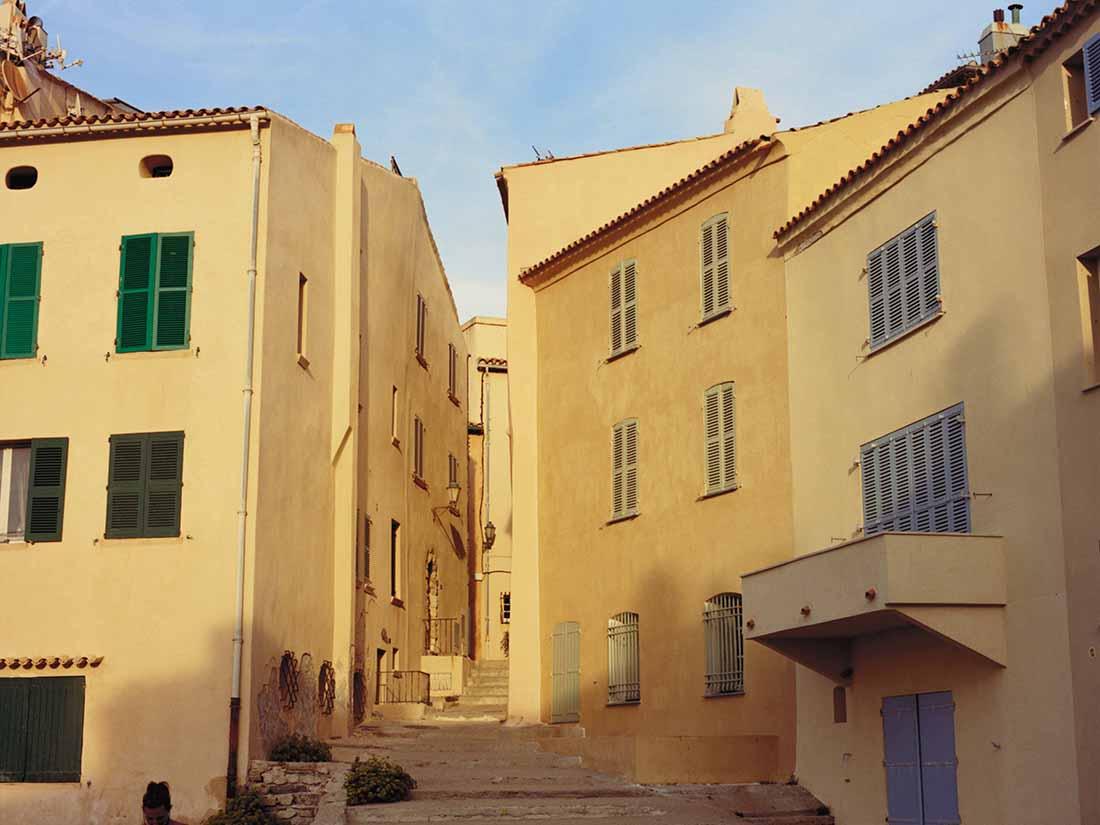 4871a09d2fe Arles 2019 : Osma Harvilahti – Saint-Tropez . Louis Vuitton Editions