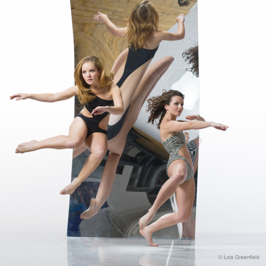 Shannon MacDowell; Kimberly Lyons; Amy Marshall Dance Company - Reflected Moments © Lois Greenfield