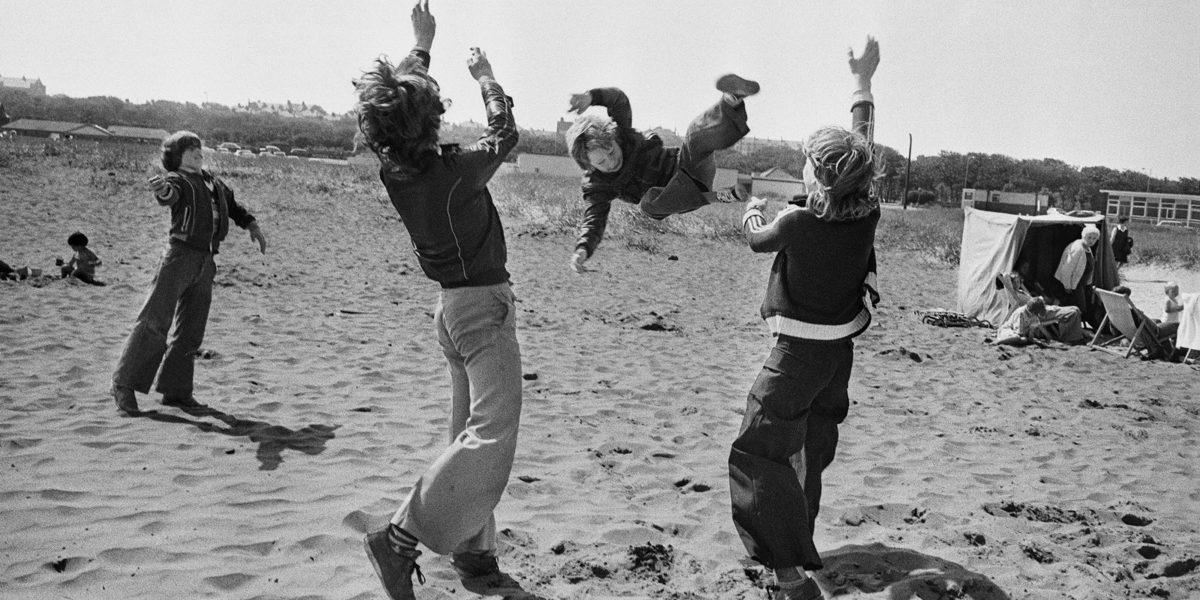 Markéta Luskačová – By the Sea: Photographs from the North East, 1976-1980