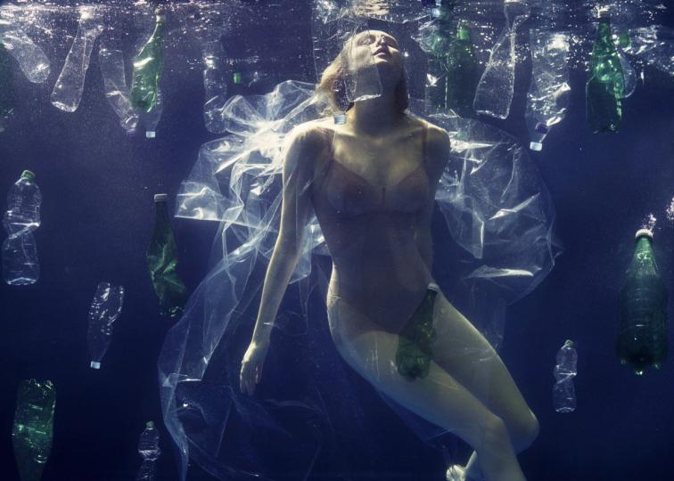 Elisabeth Hoff – Drowning in Plastic