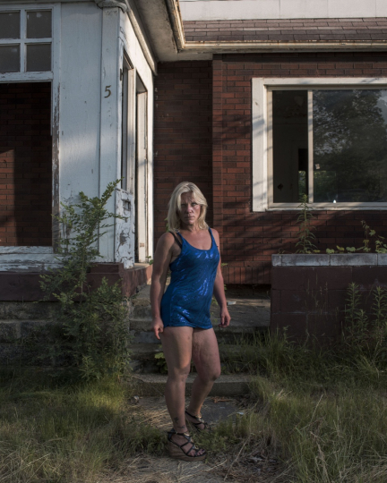 USA. Detroit. June 17, 2017. A woman poses for a portrait in front of an abandoned house in east Detroit.© Jérôme Sessini / Magnum Photos