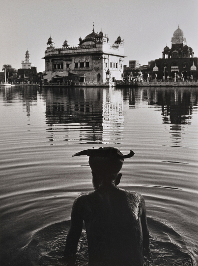 Le Temple d'Or d'Amritsar, Inde, 1955 © Denis Brihat – Courtesy Camera Obscura