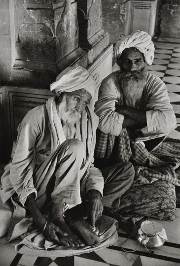 Sikhs au Temple d'Or d'Amritsar, Inde, 1955 © Denis Brihat – Courtesy Camera Obscura