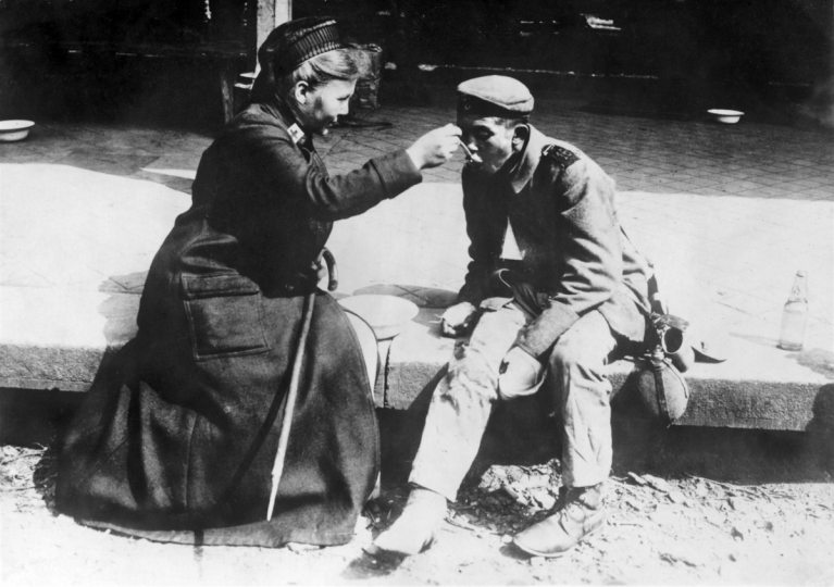 German Red Cross nurse rescuing an indigent person Germany, 1914–1918 © ICRC archives