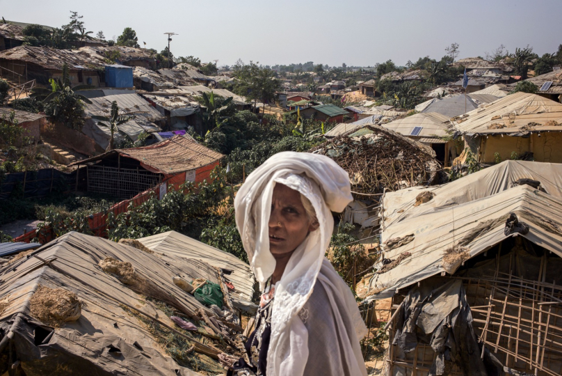 © Guillaume Binet / MYOP pour Action contre la Faim / Bangladesh 2019 - Les camps se sont agrandis pour parfois se rejoindre. À perte de vue, le paysage vallonné de tentes provisoires se transforme en ville pérenne. / Bangladesh 2019 - The camps have expanded and sometimes joined. As far as the eye can see, the hilly landscape of temporary tents turns into a perennial city.