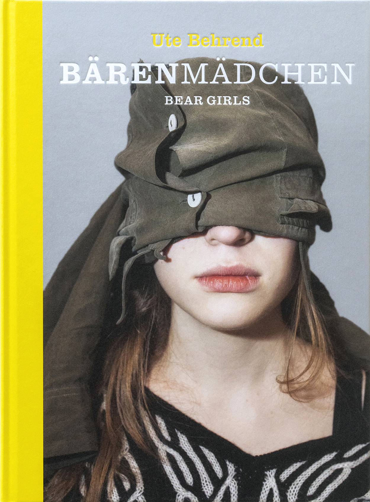 Ute Behrend, Bärenmädchen | Beargirls 2019, Hardcover, thread-stitching, blind embossing, 22 x 29,7 cm, 128 pages, 96 coloured and 1 b/w-illustration, German, English, Edition of 549 Ex., Price 45€ ISBN 978-3-948059-00-2