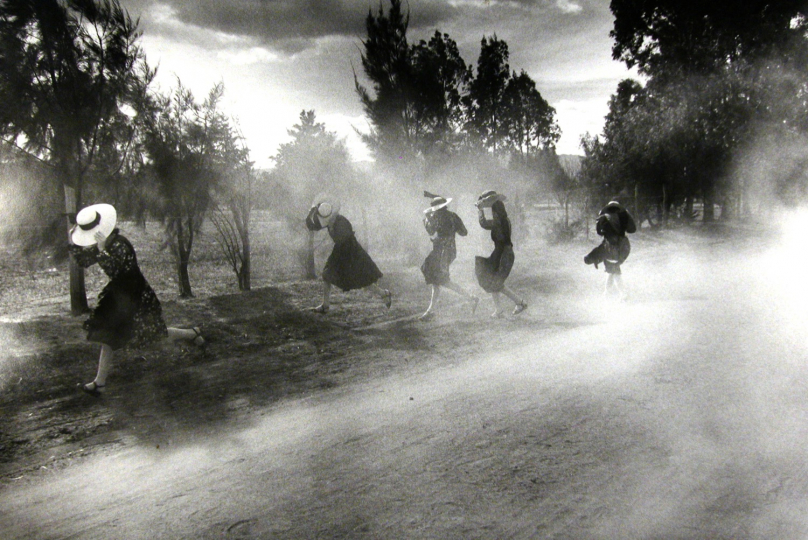 Dust Storm, Durango Colony, Durango, Mexico, 1994 © Larry Towell / Magnum Photos