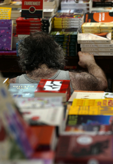 Hirsute Man Reading, Strand Bookstore 2019 ©Lawrence Schwartzwald