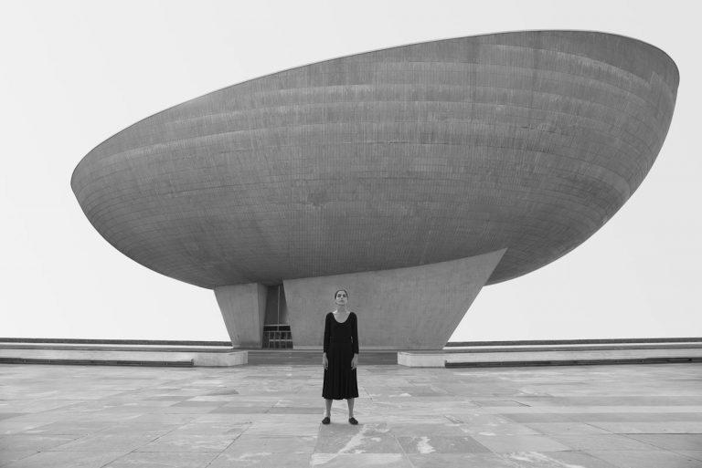 Shirin Neshat : I Will Greet the Sun Again