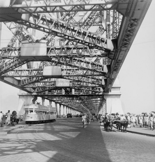 Paul, Almasy, Calcutta (Bengale occidental, Inde), Rabindra Setu - Pont de Rabindrah (Howrah Bridge, construit en 1937-1943). Photo non datée.